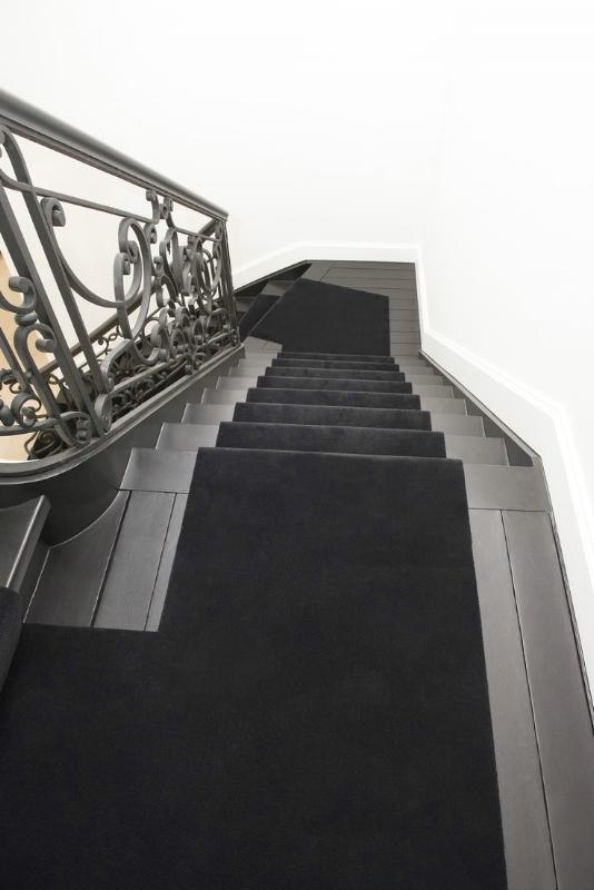 Richelieu escalier hall stairs de poortere for Moquette louis depoortere
